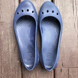 Crocs women's blue Kadee flats sz 9